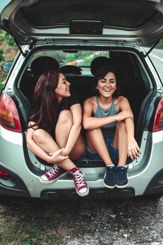 Фото с подругой летом на улице