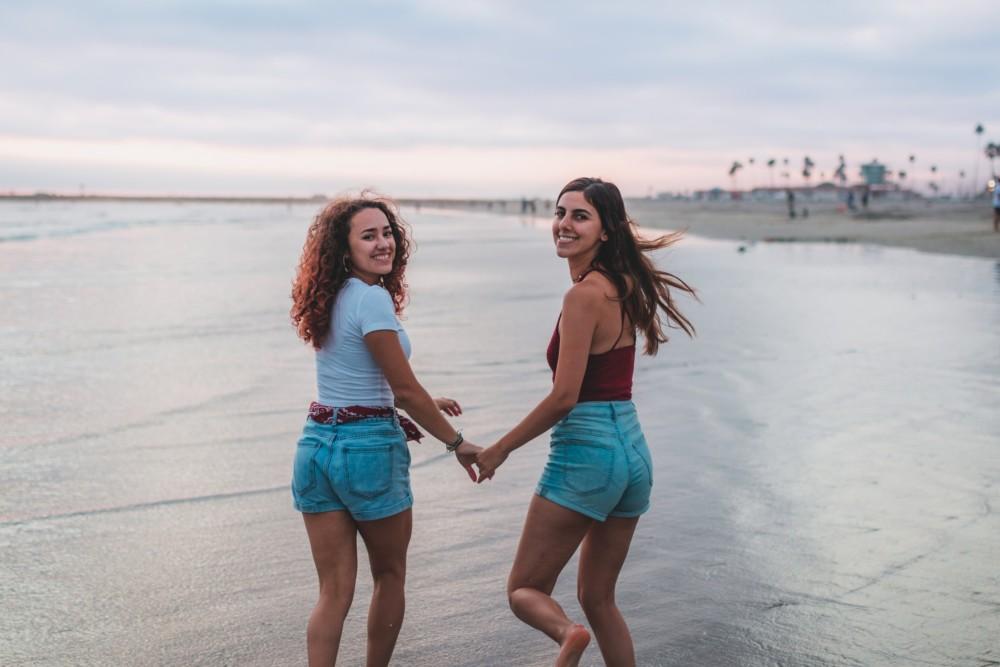 Фото с подругой летом