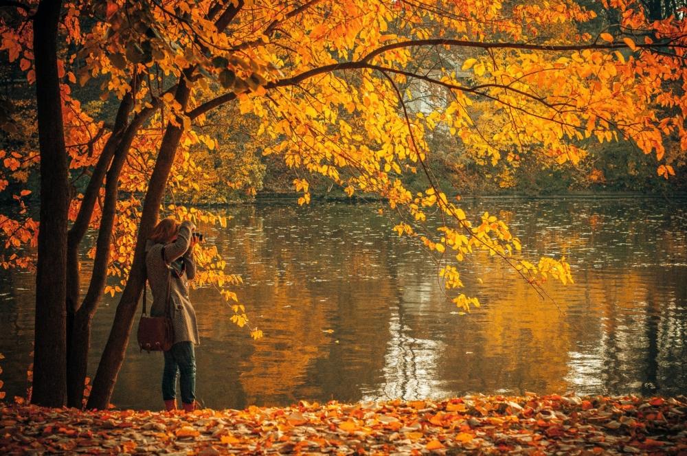 Идеи для осенних фото у реки